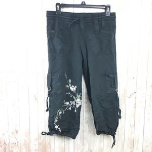 Zara Black Floral Embroidered Capri Pants Sz Small